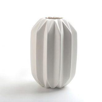 Biały Dekoracyjny Wazon Ceramiczny z Rowkami Karbowany Ozdobny